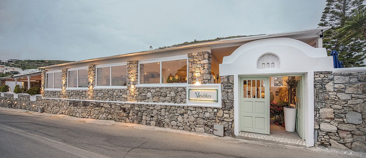 vasilikos-mykonos-restaurant-location-outside